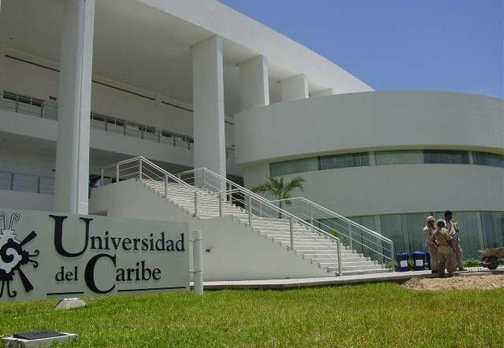 La cita es en la explanada principal de la Universidad del Caribe, ubicada en el fraccionamiento Tabachines. (Foto/Internet)