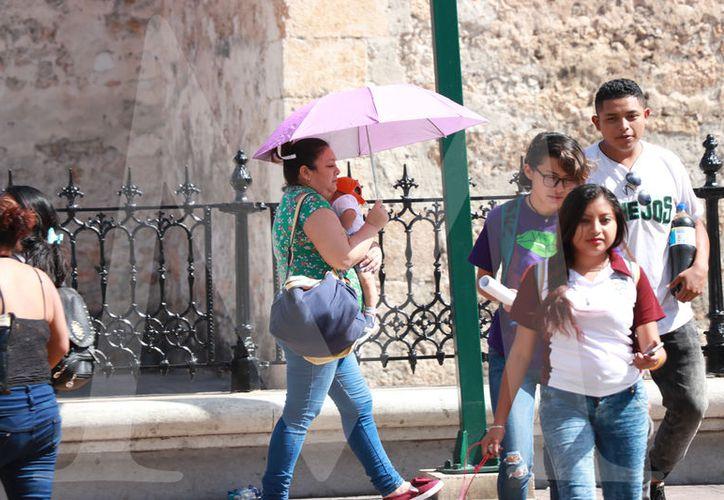 Este martes la temperatura máxima en Yucatán se dio a  la una de la tarde, cuando el mercurio alcanzó 33 grados. (Foto Jorge Acosta)