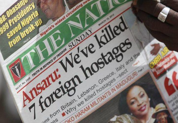 """El encabezado del periódico nigeriano anuncia """"Hemos matado a 7 rehenes extranjeros"""". Extremistas islámicos tienen como blanco trabajadores de otras nacionalidades. (Agencias)"""