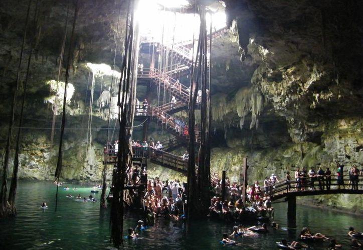 El cenote encuentra a 17 metros de profundidad desde el nivel del piso. (SIPSE)
