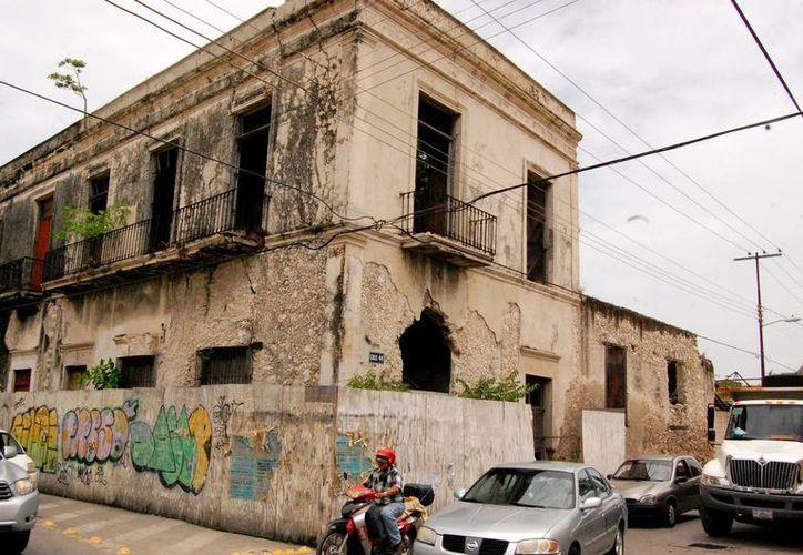 En Mérida muchas casas antiguas permanecen abandonadas. La imagen corresponde a una de la calle 65 con 44. (SIPSE)