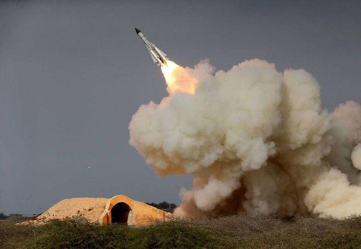 Imagen del 29 de diciembre de 2016 del lanzamiento de un misil iraní. (Amir Kholousi, ISNA vía AP)