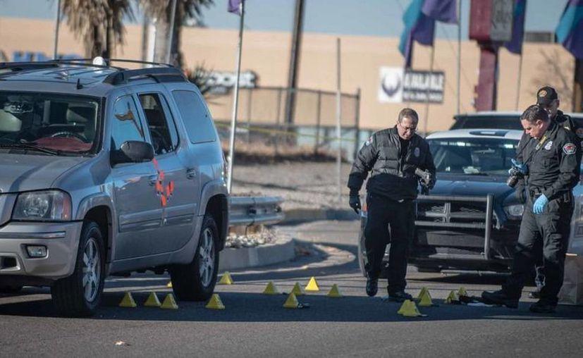 Agentes llegaron a la escena del tiroteo en Albuquerque. (Roberto E. Rosales/abqjournal.com)