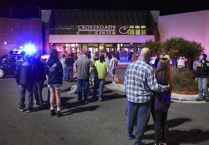 Los centros comerciales y negocios están incrementando sus medidas de seguridad para tratar de prevenir robos y ataques. Imagel del día del ataque se registró en el centro comercial Crossroads Center de St. Cloud, Minnesota  (Dave Schwarz/St. Cloud Times via AP, File)