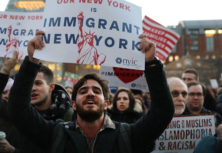 """Casi 500 ciudades se encuadran en la normativa de """"santuario"""" para inmigrantes. (Vanguardia)."""