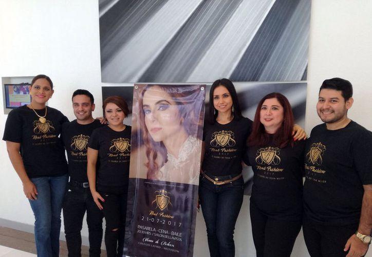 Mercedes Pérez Loeza, presidenta de la fundación Siniiko'ob, explicó que con otros 20 empresarios presentarán Real Fashion. (Joel Zamora/SIPSE)