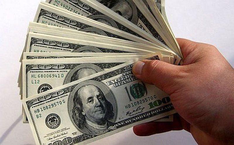 El dólar cierra en 19.15 pesos