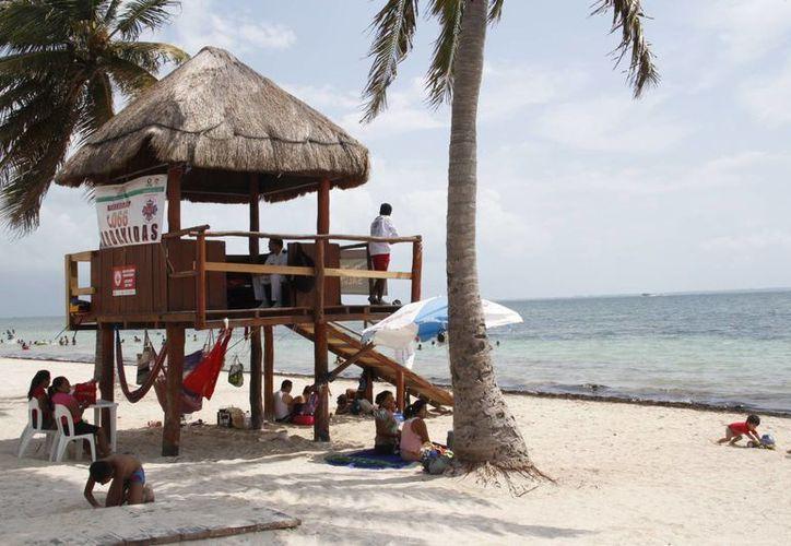 La población que asiste a esta playa cuida la infraestructura. (Tomás Álvarez/SIPSE)