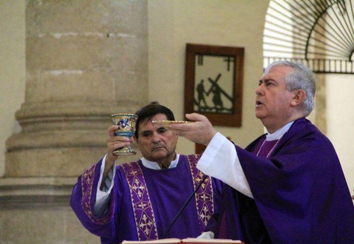 Cientos de fieles asistirán a la misa de aniversario del Arzobispo. (Milenio Novedades)