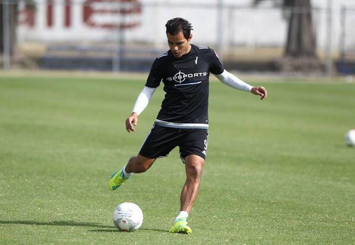 Omar Bravo es clara muestra de la racha negativa por la que atraviesa Chivas en la delantera. El de Los Mochis, Sinaloa no ha marcado en 15 partidos. (Imágenes Facebook: Chivas)