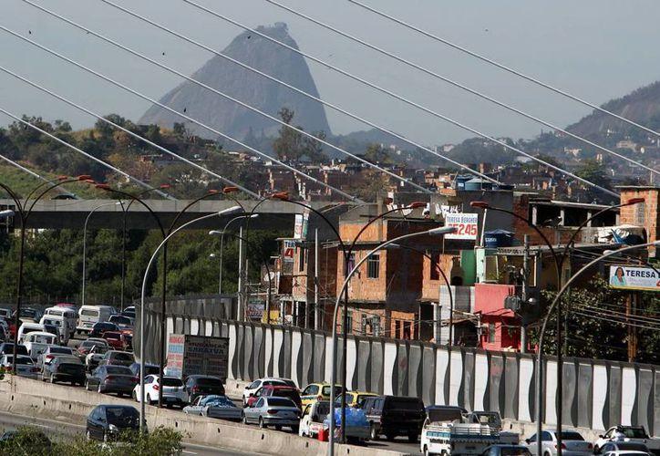 Una de las principales preocupaciones de Brasil en el marco del Mundial es la fiscalización de las fronteras terrestres, en las que se prevé un notable aumento del flujo de vehículos de transporte colectivo. (EFE)