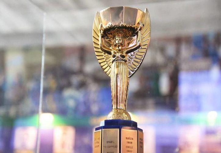 El Trofeo Jules Rimet era el premio que originalmente se entregaba a los ganadores de la Copa Mundial. (cronicasiete.com)