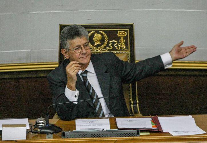 El presidente de la Asamblea Nacional, Henry Ramos Allup, participa en un debate en la Asamblea Nacional, el jueves 27 de octubre de 2016, en Caracas, Venezuela. (EFE)