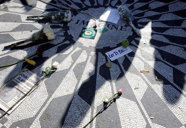 El memorial fue promovido por la esposa de Lennon, Yoko Ono, quien fue vista en el sitio por última vez en octubre. (EFE)