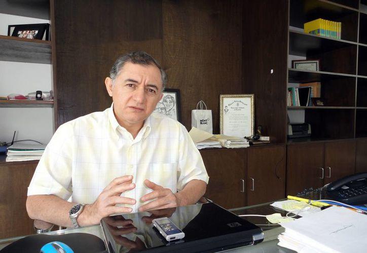 El abogado Lincoln Palma lleva el proceso laboral por el despido injustificado de 15 funcionarios. (SIPSE)