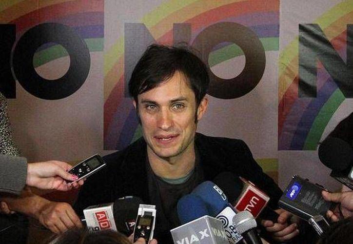García Bernal durante la presentación del filme No en Santiago de Chile. (hola.com)