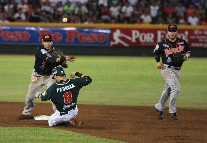 El equipo Tigres de Quintana Roo ganó 5x4 a Leones de Yucatán el séptimo partido de la final de la Zona Sur de la Liga Mexicana y con ello el campeonato. (Notimex)