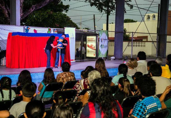 Titeradas presentó una función especial para el alumnado del Centro de Desarrollo Familiar y Urbano de la Castilla Cámara, colonia en el sur de la ciudad. (Milenio Novedades)