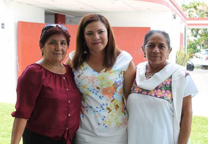 La senadora Rosa Adriana Díaz Lizama (centro) apoyó a Ernesto Cordero como aspirante a la presidencia nacional del PAN. (SIPSE)