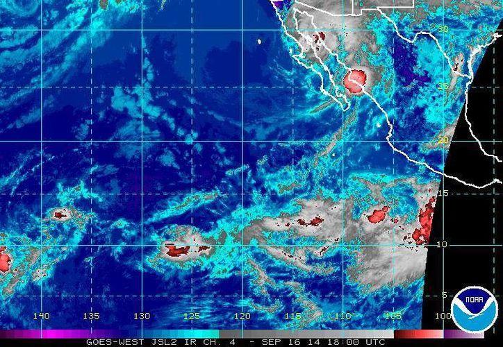 La tormenta tropical Polo (parte inferior de la gráfica) se localiza a unos 460 kilómetros al sur de Acapulco. (ssd.noaa.gov)