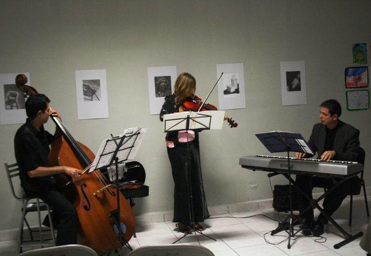 Con un repertorio de tangos concluyó el ciclo de conciertos altruistas en el Centro Cultural de Playa del Carmen. (Octavio Martínez/SIPSE)