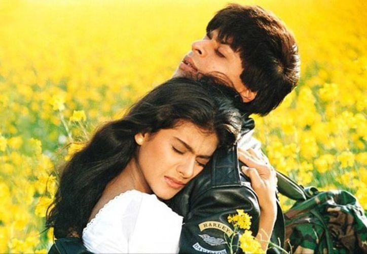 El filme 'Dilwale Dulhania Le Jayenge', con 600 semanas seguidas en exhibición en una sala de cine en Bombay, India, impuso un récord mundial. (torrentbutler.eu)