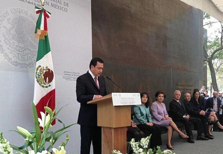 """Miguel Ángel Osorio Chong dijo que las víctimas de la violencia no son número, """"tienen una historia"""". (twitter)"""