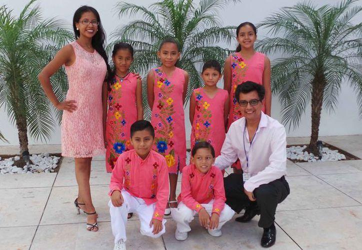 Los talentosos niños visitaron las instalaciones de Novedades Quintana Roo. (Jocelyn Díaz/SIPSE)