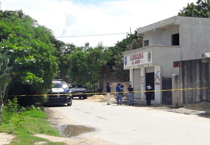 Elementos de Seguridad Pública atendieron el reporte, quienes acordonaron el área. (Eric Galindo/SIPSE)