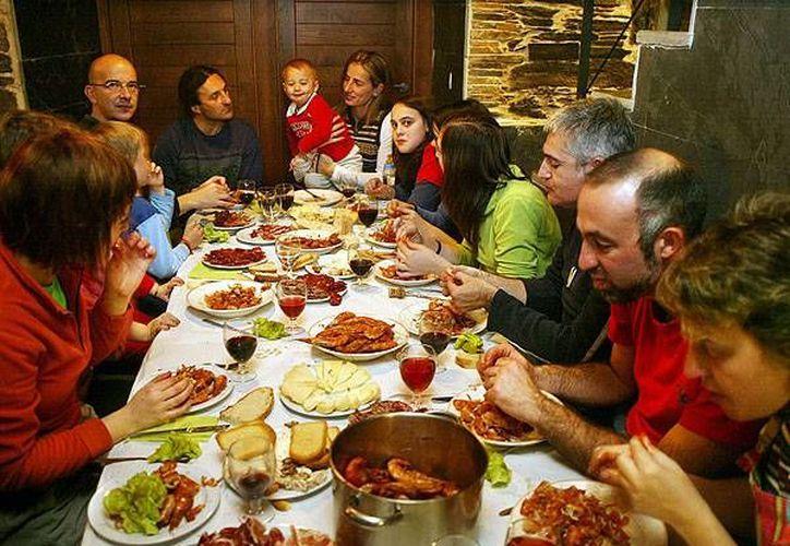 La gran variedad de alimentos que se consumen en las fiestas decembrinas aumentan el riesgo de parecer diabetes. (Contexto/Internet)