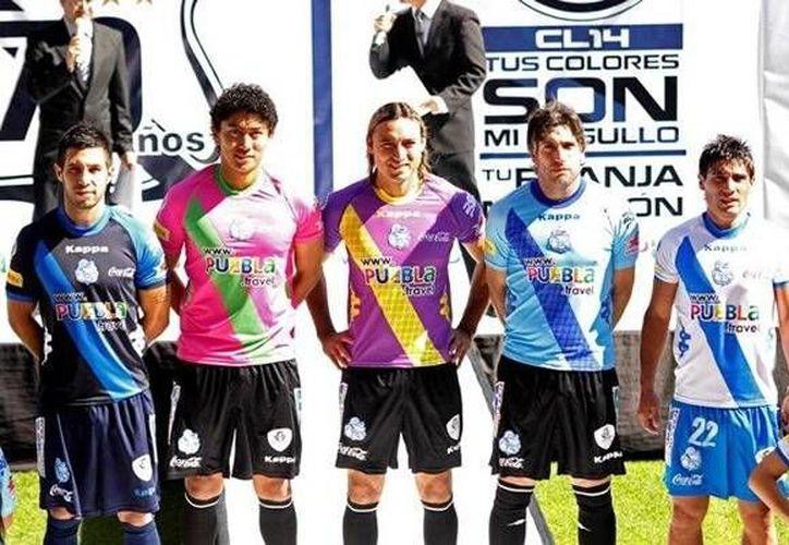 El Puebla no sólo dio a conocer en el Estadio Cuauhtémoc sus uniformes, sino que también se tomó la foto oficial. (Foto: Club Puebla)