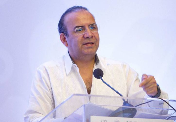 """Alfonso Navarrete Prida, titular de la STPS, participó en el encuentro internacional """"Mujeres en la economía del conocimiento y la innovación"""" en Mérida. (Notimex)"""