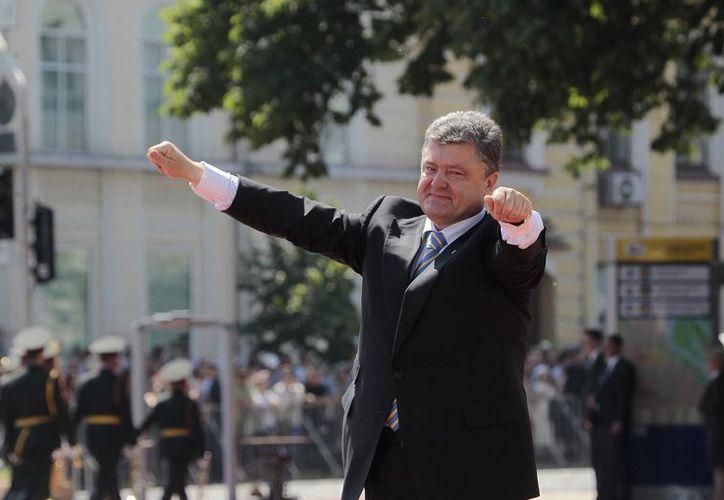 Poroshenko prometió respetar las diferencias de cada región ucraniana durante su mandato. (AP)