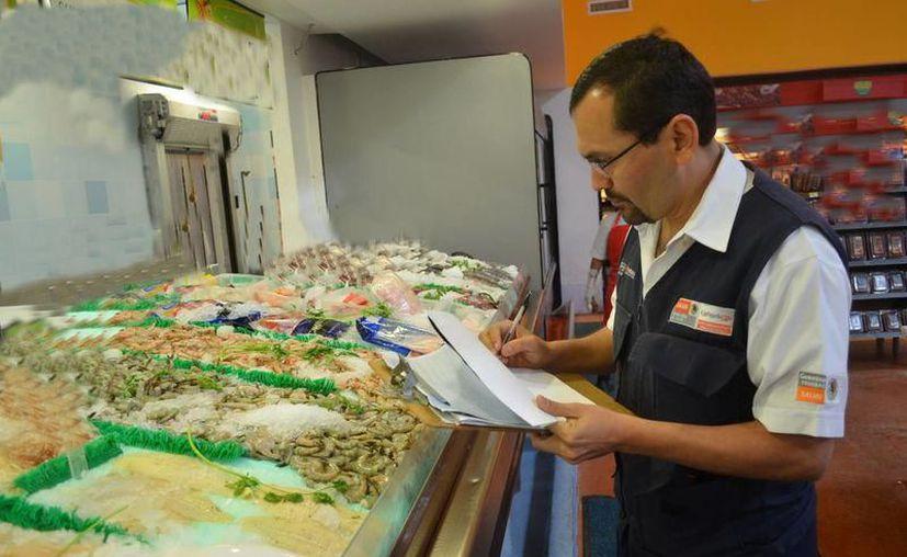 Cofepris mantiene operativo sanitario para retirar producto contaminado. (Foto: SIPSE)