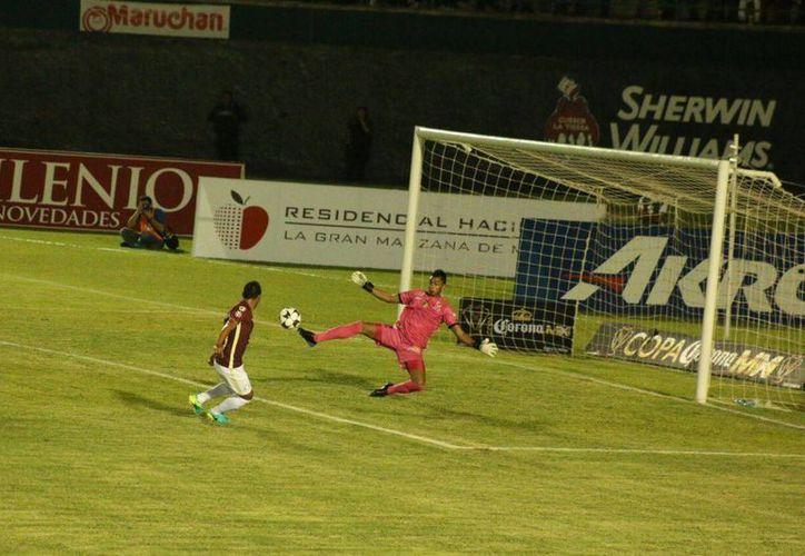 Momento del gol del americanista Oswaldo Martínez a pase de Rubens Sambueza ante Venados en Copa MX. (Fotos: José Acosta/Milenio Novedades)