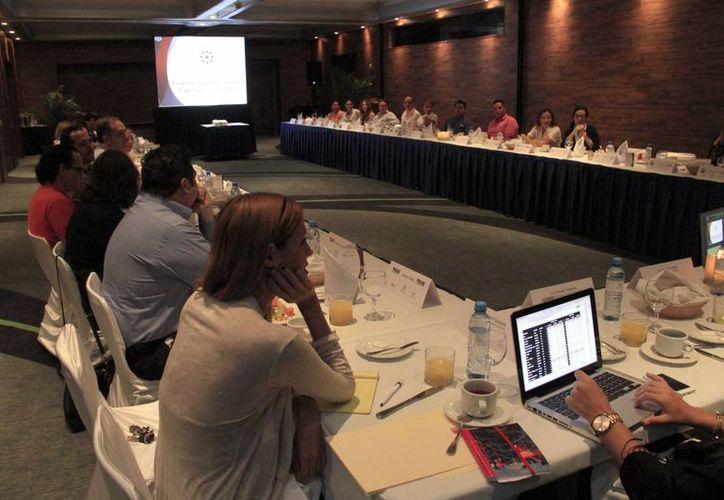 """Integrantes  de la """"Alianza Cancún, Meeting Convention"""" se reunieron ayer (Tomás Álvarez/SIPSE)"""