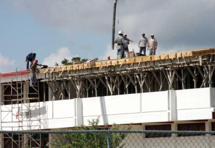 La SEQ gestiona los recursos provenientes de la federación para la construcción de escuelas. (Harold Alcocer/SIPSE)
