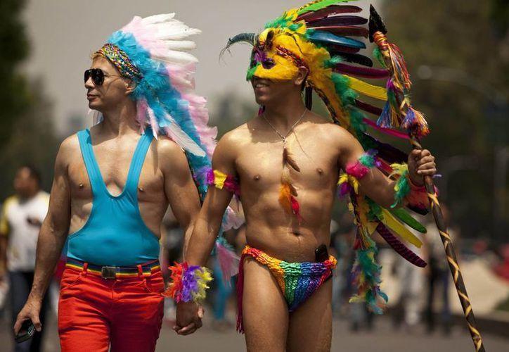 Participantes en la marcha del orgullo gay en la Ciudad de México. (Agencias)