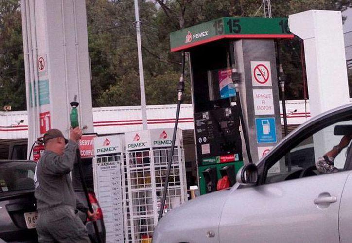 La Secretaría de Energía asegura que, de aprobarse las leyes secundarias en la materia, en 2020 los consumidores mexicanos podrán escoger entre diferentes marcas de gasolina. (Archivo/NTX)