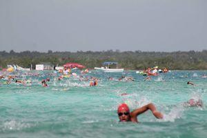Rompe récord el maratón de aguas abiertas de Bacalar