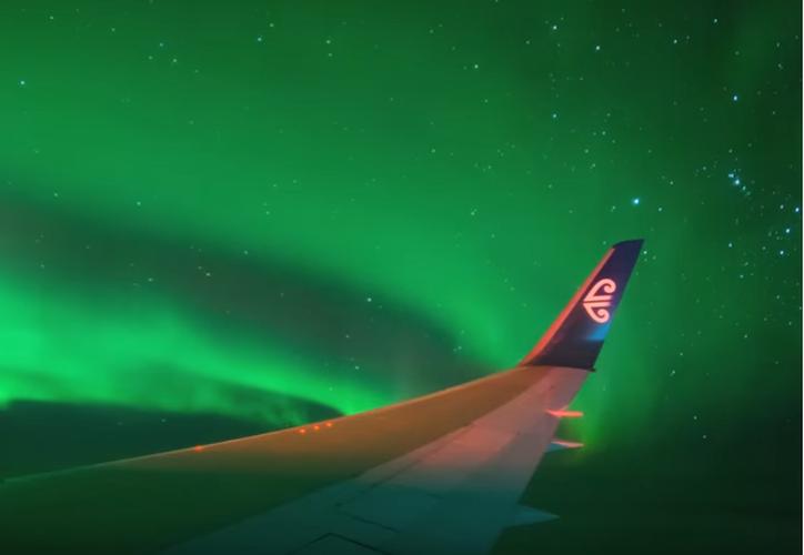 """El viaje del Boeing 767, llamado """"Vuelo a las Luces"""", fue organizado por Ian Griffin. (Captura Youtube)."""