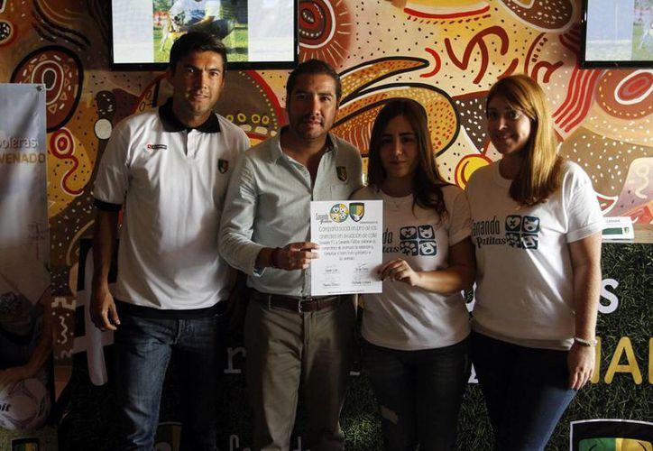 El atacante ciervo Mauricio Romero fue designado como embajador de la fundación. (César González/Milenio Novedades)