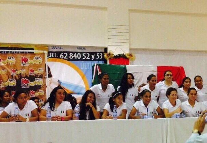 Las jugadoras de selección nacional y ex seleccionadas se reunieron en un proyecto para impulsar y promover a la mujer mexicana. (Redacción/SIPSE)
