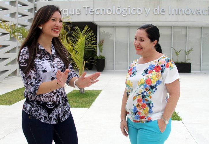 En la imagen  Regina Garza Roche, directora de la oficina de transferencia y Parque Tecnia (der), y  Lizbeth Zumárraga, directora de SUM Campus Mérida. (Milenio Novedades)