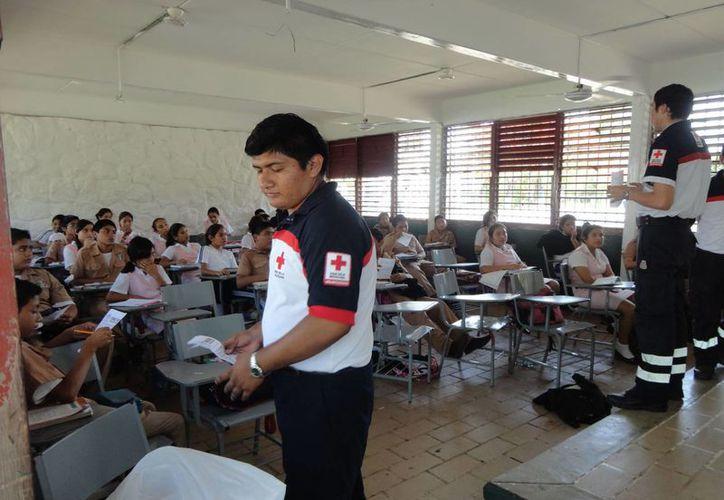 E campamento tiene la finalidad de capacitar a los menores en diversos temas. (Harold Alcocer/SIPSE)