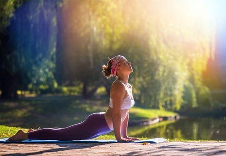 La yoga es un ejercicio de relajación y estiramiento. (Milenio)
