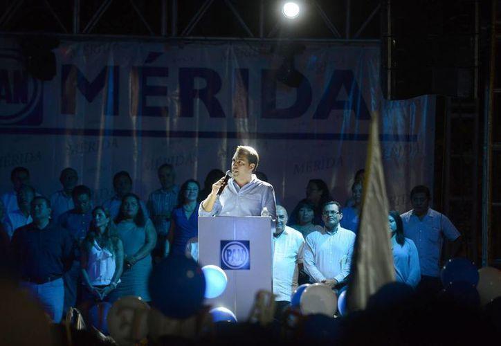 Mauricio Vila, ratificado candidato a la alcaldía por Mérida, agradeció el apoyo de los militantes de Acción Nacional. (Luis Pérez/SIPSE)