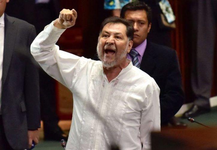 """Gerardo Fernández Noroña, diputado del PT, le reclama a una mujer por haberlo llamado """"pejezombie"""". (Internet)"""