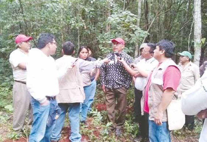 El biólogo Anastasio Castillo Puc, promotor ambiental de la zona maya dirigió la inducción con los integrantes de la Radio Cultural Indigenista. (Manuel Salazar/SIPSE)