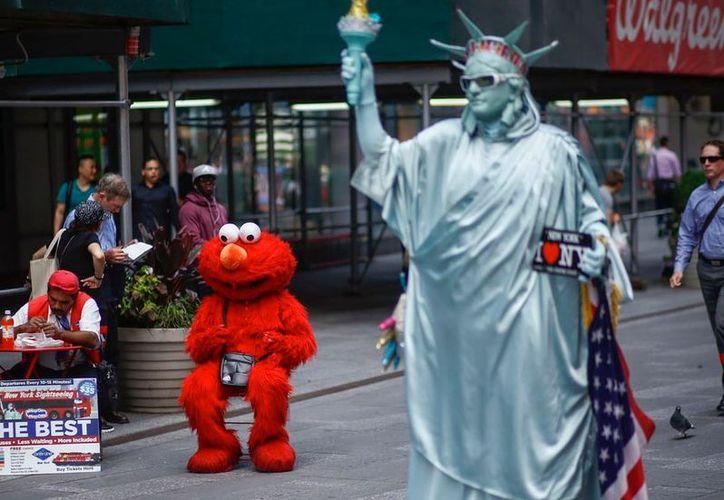 Elmo fue despedido de Plaza Sésamo, en un video que parodia las medidas presupuestales de Donald Trump. (Excélsior)